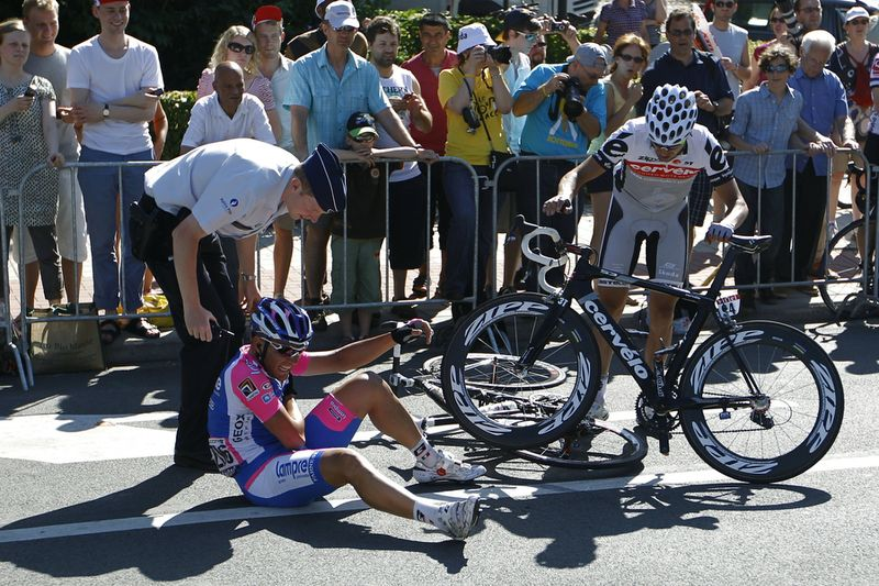 TdF Crash 006
