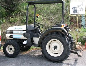 Lamborghini tractor cropped (Medium)
