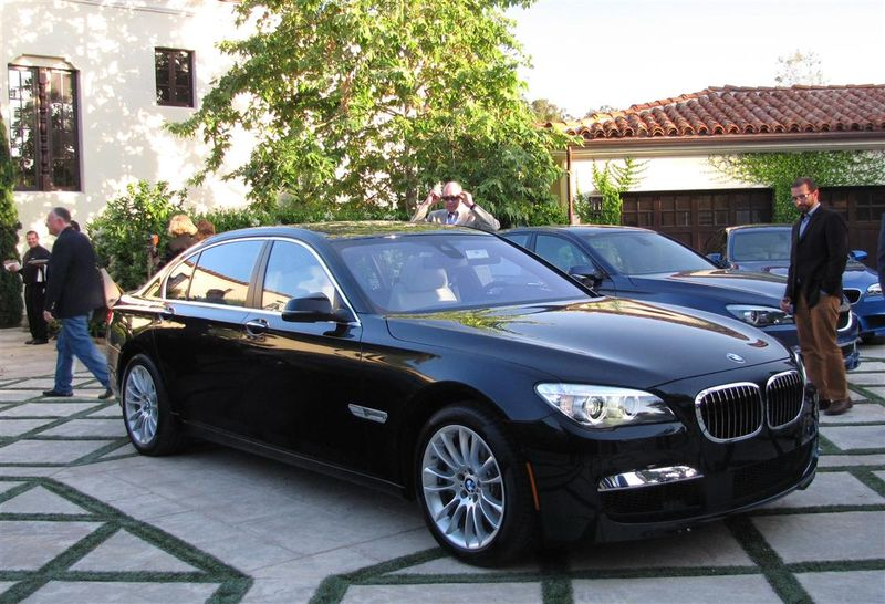 BMW new 7 front (Medium)
