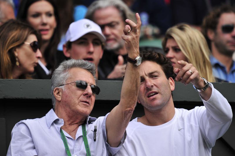 Dustin Hoffman (L) and former US tennis player Justin Gimelstob