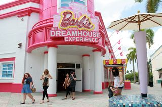 LIFE_BARBIE-DREAMHOUSE_3_FL