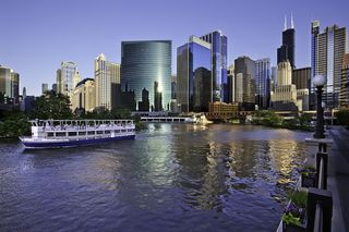 Chicago-ArchitectureCR_ChicagoRiver_WillisTower
